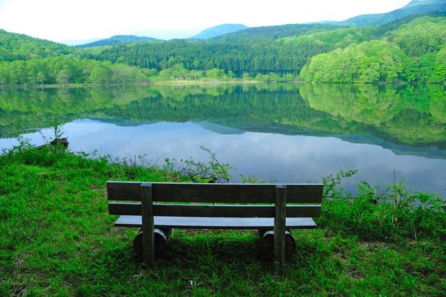 写真素材集 湖畔のベンチ